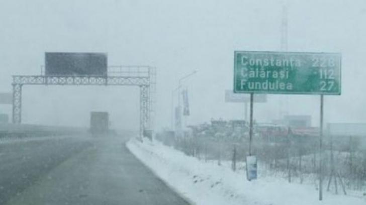 Se circulă în condiţii de iarnă pe Autostrada Soarelui. Avertismentul transmis de Poliţia Rutieră