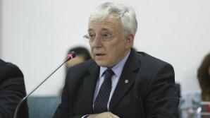Mugur Isărescu, audiat în Parlament
