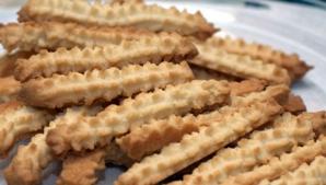 Biscuiţii copilăriei! Vă mai aduceţi aminte de cea mai populară prăjitură de pe vremuri. Reţeta