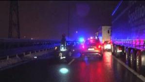 Carambol pe autostrada A1. Doi copii și un adult au ajuns la spital în urma impactului