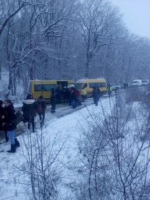 31 de copii, într-un autocar derapat în municipiul Reghin