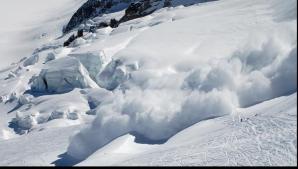 Salvamontiştii recomandă evitarea ascensiunilor - risc mare de avalanşe în munţi