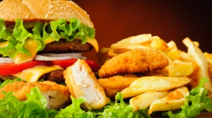 Mâncarea de la fast-food ne apără de cancer? Ce au descoperit cercetătorii