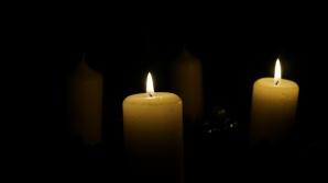 Zeci de persoane care au suferit la Colectiv, au aprins lumânări la Ambasada Rusiei