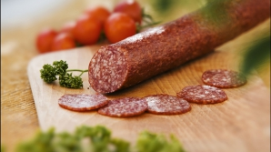 Alertă: Salam în care s-a depistat virusul pestei porcine africane, confiscat la vama Halmeu