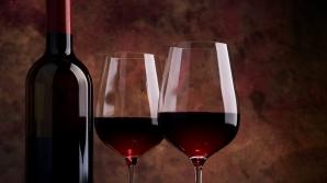 De ce te doare capul după ce bei vin roşu? Cum să scapi de acest lucru neplăcut
