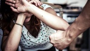 """Femeile bătute rup tăcerea: """"Îmi spunea că mă lovește pentru că mă iubește"""""""
