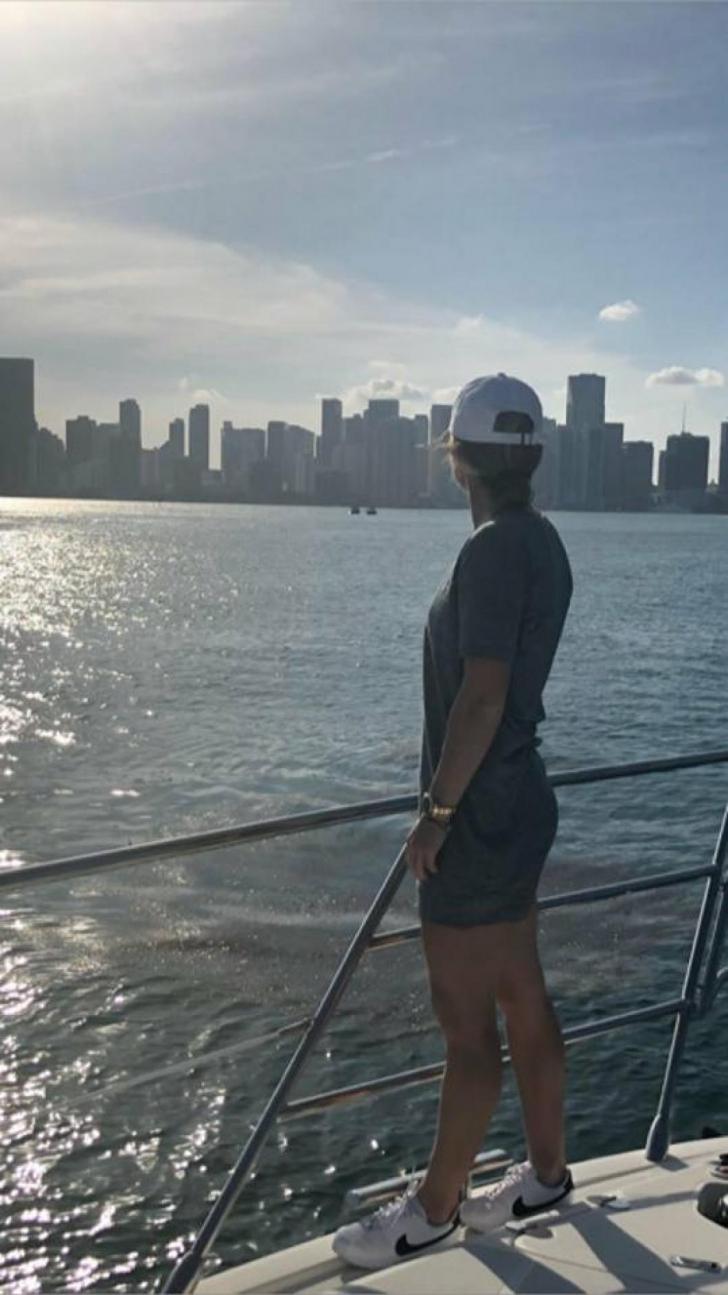 Simona Halep. Nr.1 WTA s-a relaxat la Miami. Simona Halep şi Irina Begu, îmbrăcate sumar, la mare