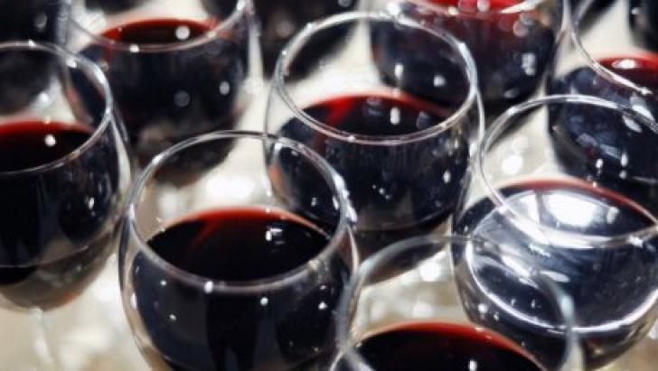 Câte pahare de vin trebuie să bea bărbaţii pe 9 martie: 44 sau 40? Iată ce spune tradiţia