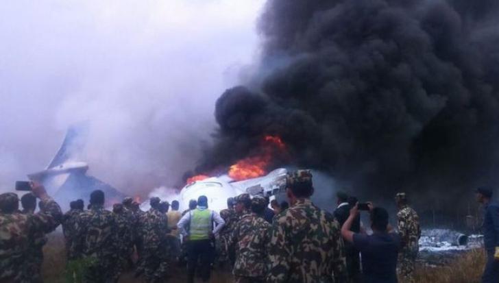 """""""S-a auzit o bubuitură!"""". Momentul prăbușirii avionului din Nepal, relatat de un supraviețuitor"""