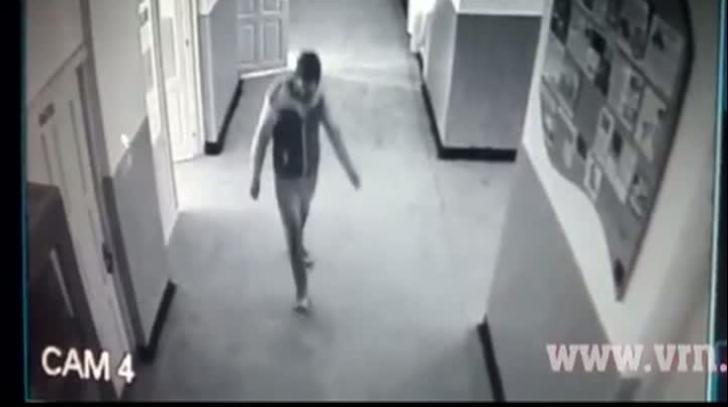 Imaginile groazei: Momentul atacului de la școala din Vaslui. VIDEO