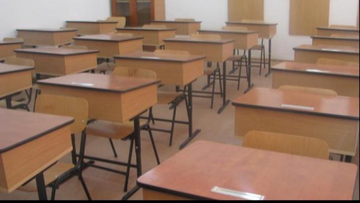 Anchetă la un liceu din Gorj, după ce doi băieţi ar fi întreţinut relaţii sexuale în curtea şcolii