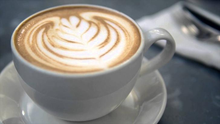Cum faci acasă caffe latte fără să ai espressor? Iată metoda