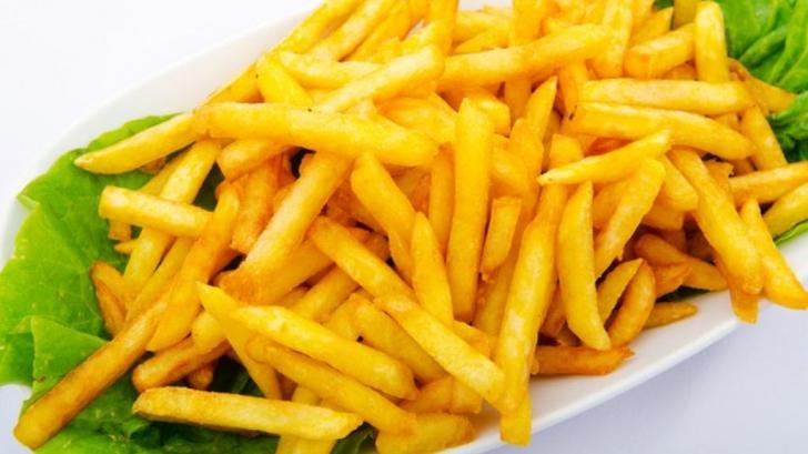 Cum faci acasă cartofi prăjiţi ca la restaurant? Detaliul pe care nu îl ştiai