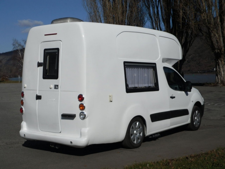 Dacia. Dacia Logan. Dacia Logan Mini Camper. Asta e noua Dacia în care te poţi muta, e ca o casă
