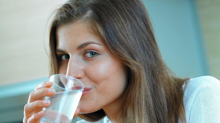 Dezavantajele dietei cu apă, unul dintre cele mai populare regimuri de slăbit