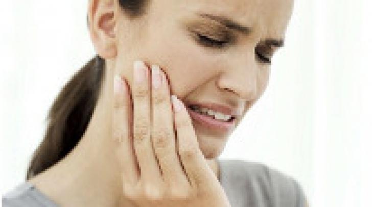 Cum poți scăpa de durerile de dinți până ajungi la medic
