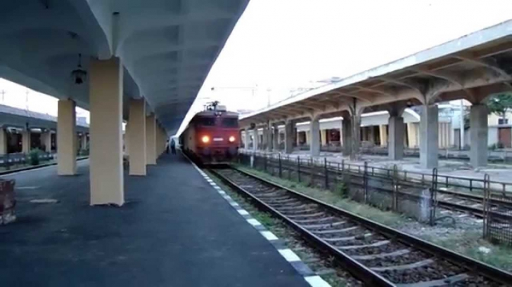 Accident feroviar în gara din Ploiești: un elev care mergea către școală a fost grav rănit