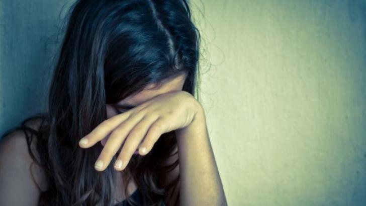 O elevă de 9 ani a fost agresată sexual la școală de un profesor. Acesta a fost reţinut
