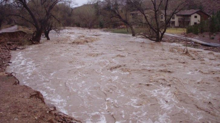 Sute de oameni din Covasna, evacuaţi preventiv din cauza unei viituri