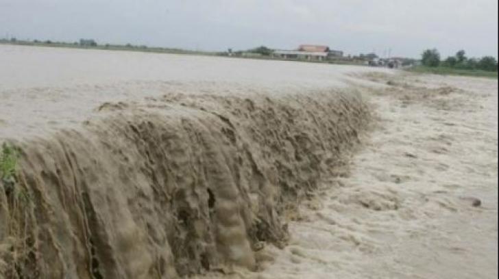 Inundaţii în zeci de localităţi din Sudul ţării. Centura Capitalei, sub ape