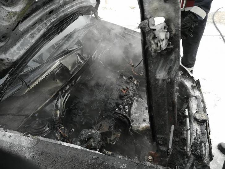 A ars ca o torţă, în curtea spitalului. Cauza incendiului a şocat / Foto: ISU Vrancea