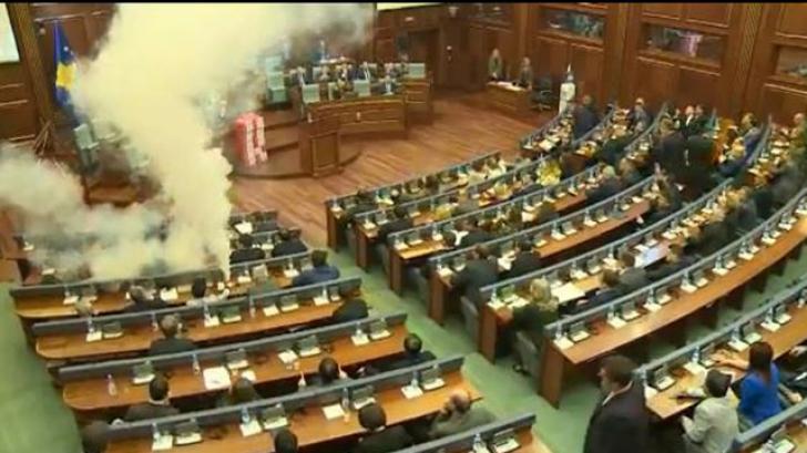Scene de luptă în Parlament