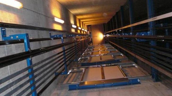 Cum să supravieţuieşti într-un lift aflat în cădere liberă
