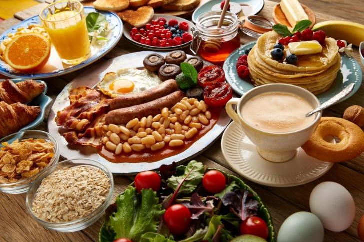Noile norme alimentare sănătoase îi bagă pe englezi în foame! Verifică dacă tu le faci față