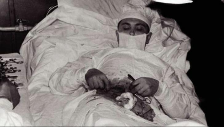 """Acest doctor s-a operat singur de apendicită. Ce a urmat, este ireal: """"Am simțit că-mi stă inima"""""""