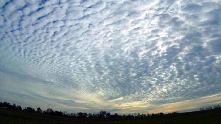 Ai văzut astfel de nori pe cer? Atenţie maximă! Iată ce pot prevesti