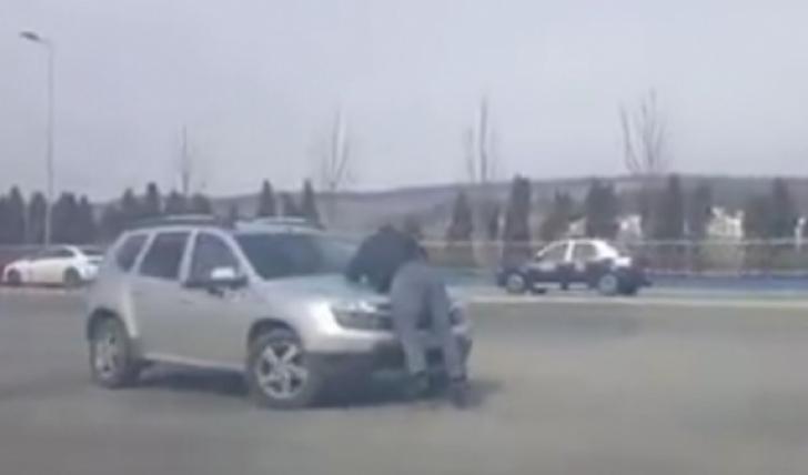 Scenă şocantă la Cluj Napoca, între un pieton şi un şofer (VIDEO)