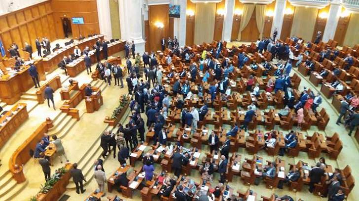 Cum și-a explicat Klaus Iohannis lipsa din Parlament de la ședința solemnă