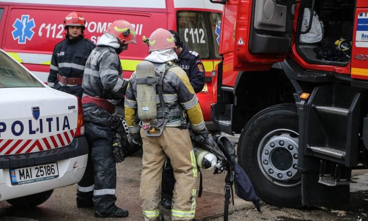Coşmar pentru 5 colegi de serviciu care făceau naveta: maşina s-a aprins ca o torţă în mers!