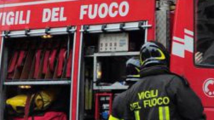 Incendiu violent în Ploiești: adolescentă rămasă captivă în apartament, după un atac de panică