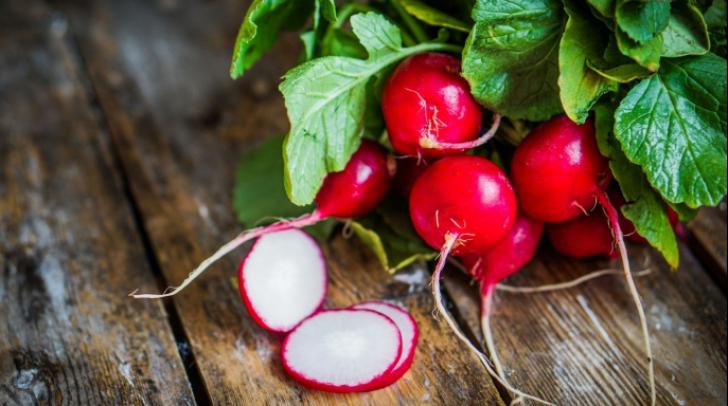 Nu mai mânca ridichi roşii dacă suferi de această boală! Medicii trag un semnal de alarmă
