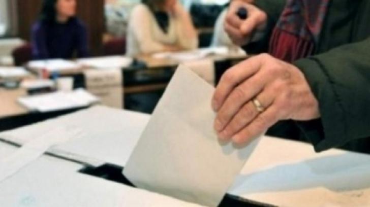 Mai mulţi alegători ruşi acuză că angajatorii îi presează să voteze şi să o dovedească