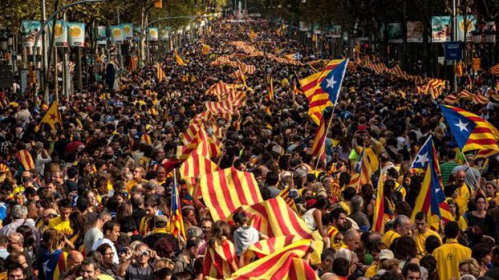 Mii de manifestanţi pe străzile Barcelonei după arestarea în Germania a lui Carles Puigdemont