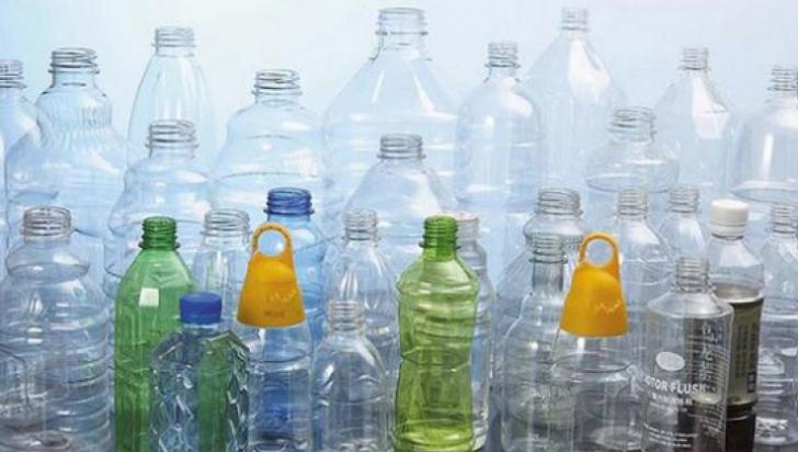 Cât de periculos este, de fapt, să reutilizezi o sticlă de plastic?