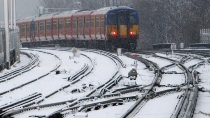 18 de trenuri au fost anulate din cauza viscolului