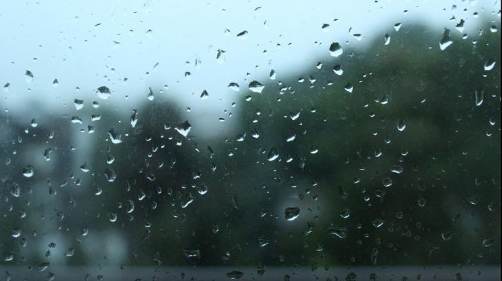 Vremea, caldă pentru această perioadă. Când se răresc ploile
