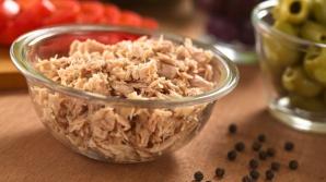Ce salate extrem de delicioase poţi pregăti cu o... conservă de ton. Trucuri de la bucătari
