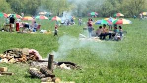 Jumătate dintre români stau acasă de 1 MAI - sondaj