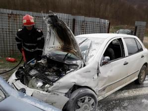 Loc blestemat. Şapte persoane, printre care cinci copii, rănite într-un accident rutier grav