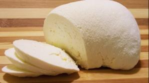 Brânza, un aliment extrem de benefic. Cât trebuie să consumăm zilnic?