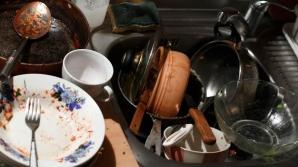 Ce faci după masa de Paşte - cum te lupţi cu un morman de vase murdare. Sfaturi pentru eficienţă