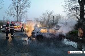 Accident violent pe Centura Capitalei. Maşină în flăcări, după impactul cu un copac: un mort / Foto: ISU Bucuresti-Ilfov