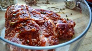 Cel mai bun ingredient pentru a marina carnea. Secretul marilor bucătari este dezvăluit