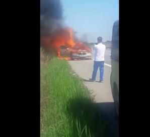 Autoturism în flăcări, pe A1. Circulaţia, restricţionată