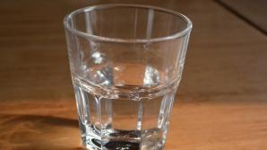 Ce se întâmplă în corpul tău dacă bei apă pe stomacul gol în fiecare dimineaţă